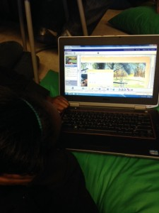 5th grade student actively reading online through Reading Street